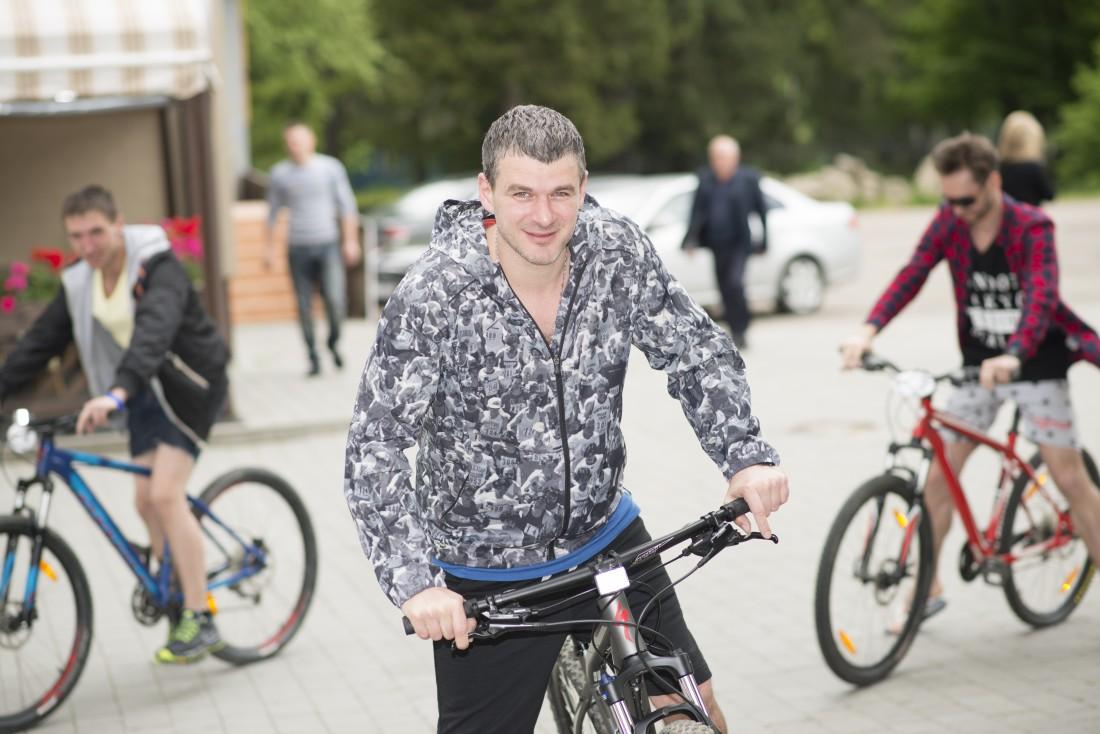 Арсен Мирзоян воспользовался возможностью и покатался на велосипеде