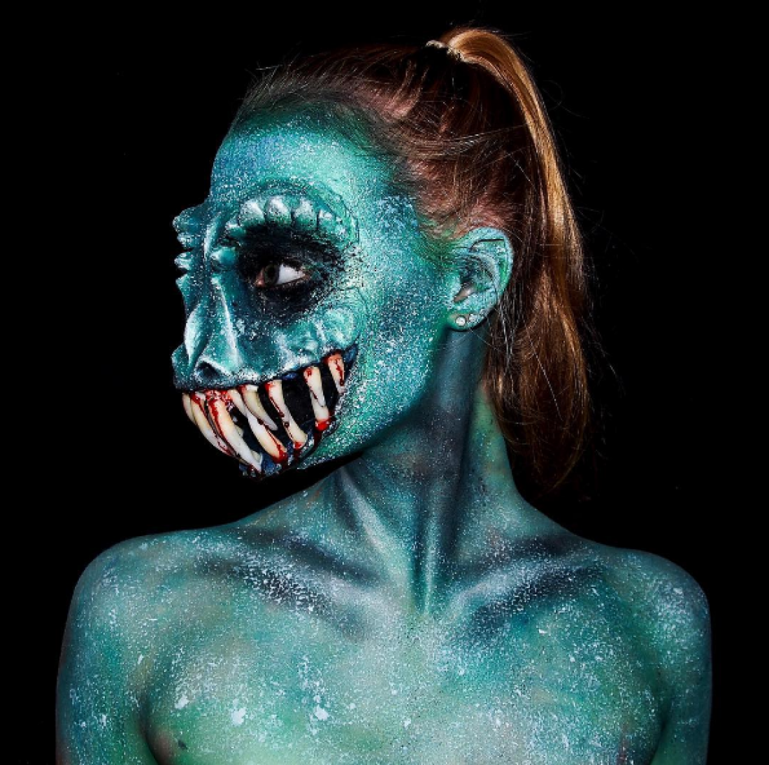 Лара Уирт в образе чудовища