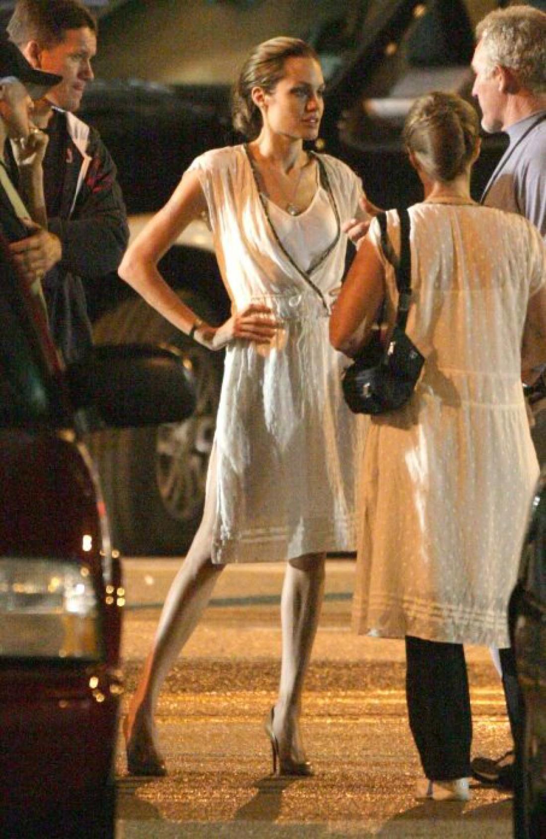 Анджелина Джоли весит 38 килограммов