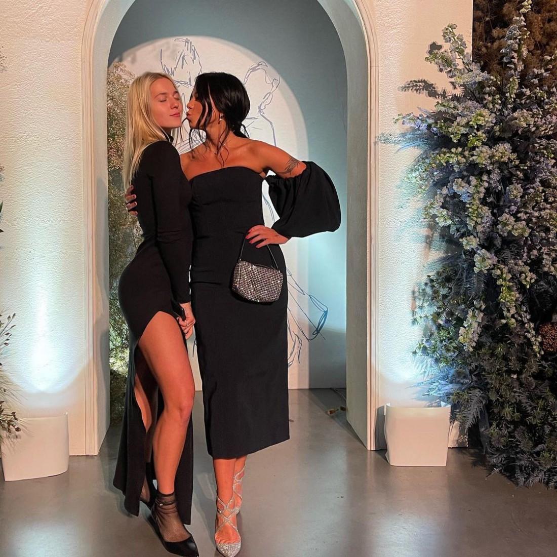 Падчерица Потапа появилась на балу в платье с откровенными разрезами