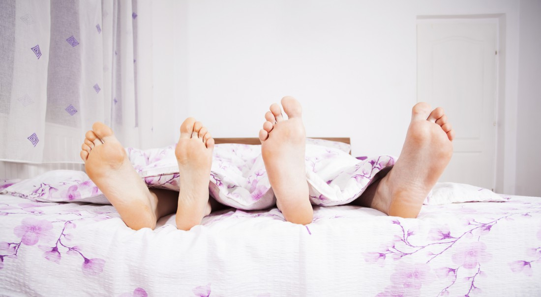 Мужчины видят сны, зато женщинам легче просыпаться рано утром