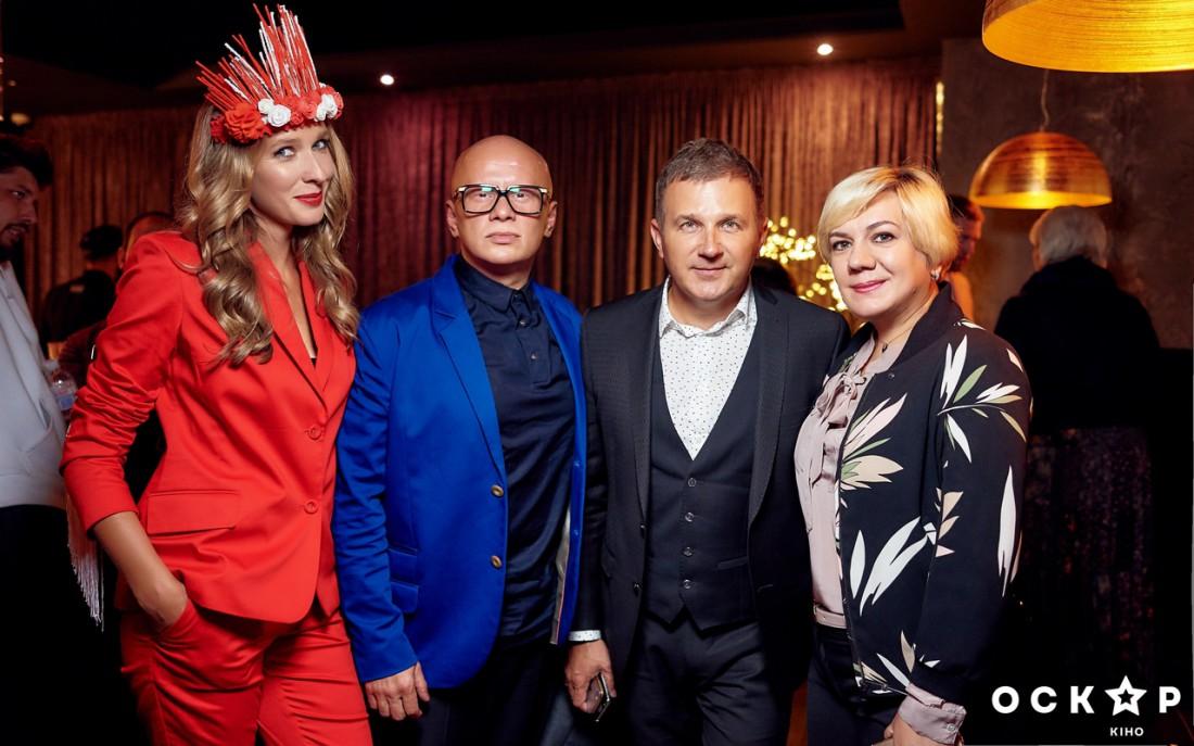 Катя Осадчая и Юрий Горбунов (второй справа), Ирина Заря (крайняя справа)