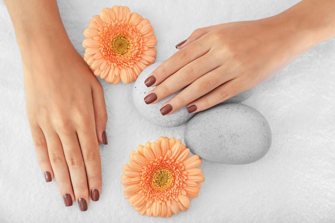 Настоящая женщина должна ухаживать за своими ногтями