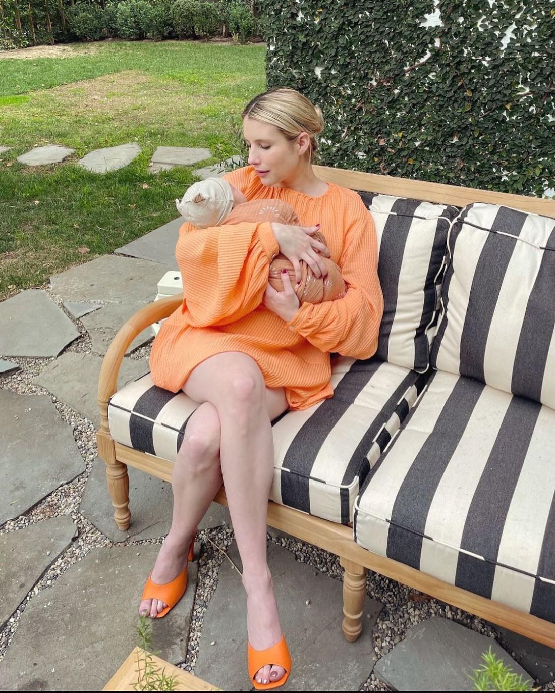 Эмма Робертс показала первое фото с новорожденным сыном