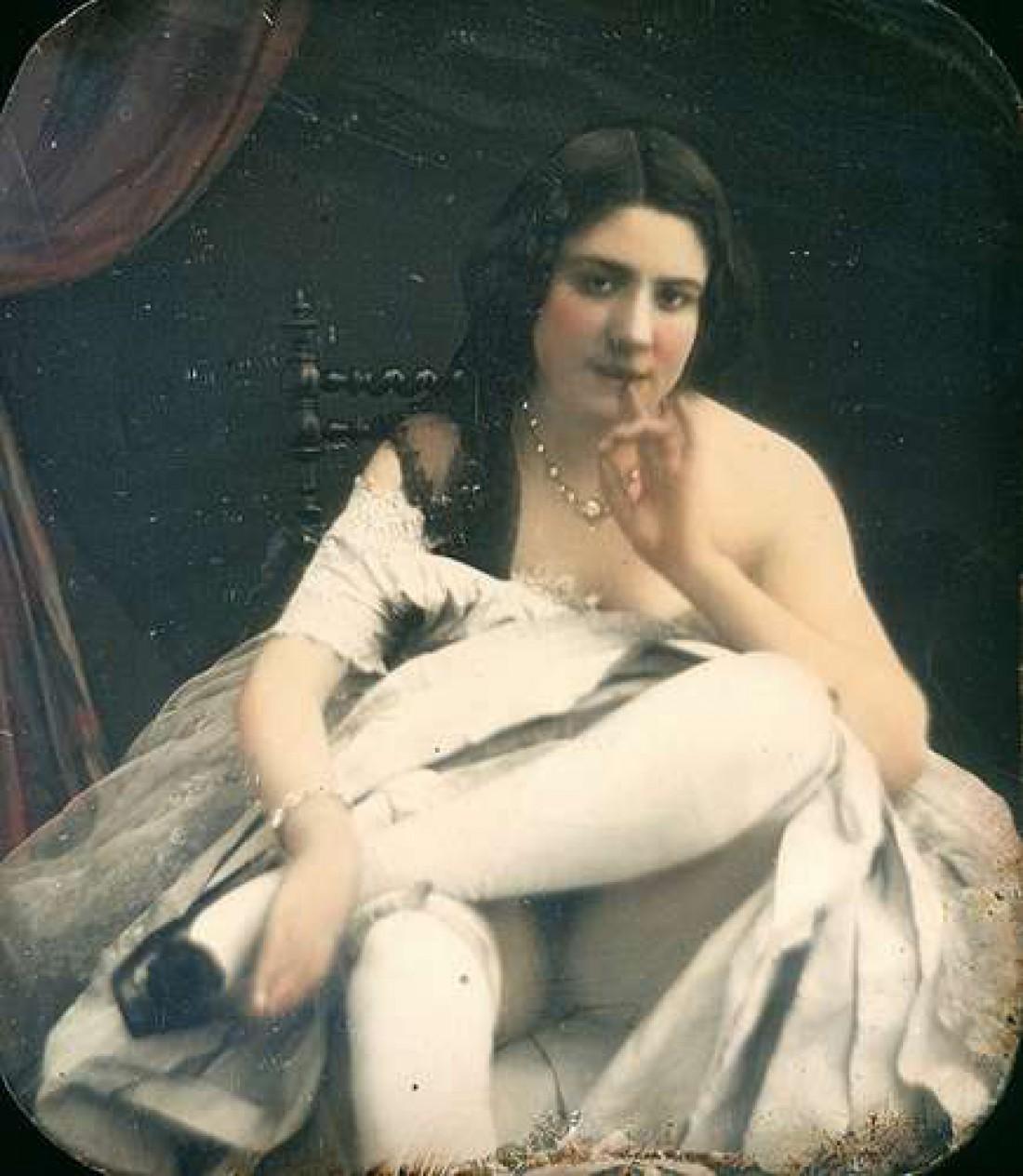 Обнаженная в белых чулках и с пальцем во рту, 1850 год