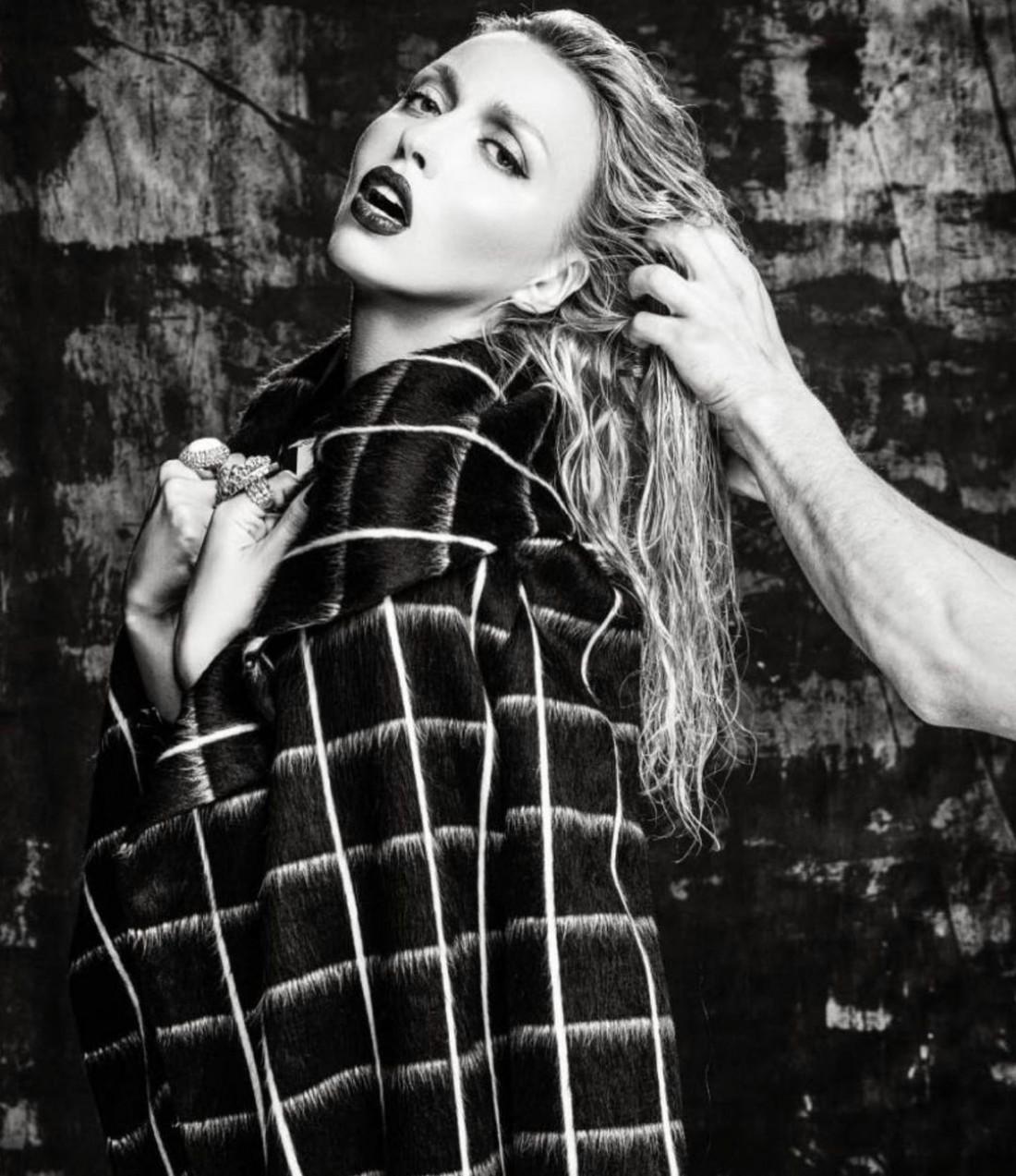 Соня Плакидюк показала кадры из эротической фотосессии Оли Поляковой