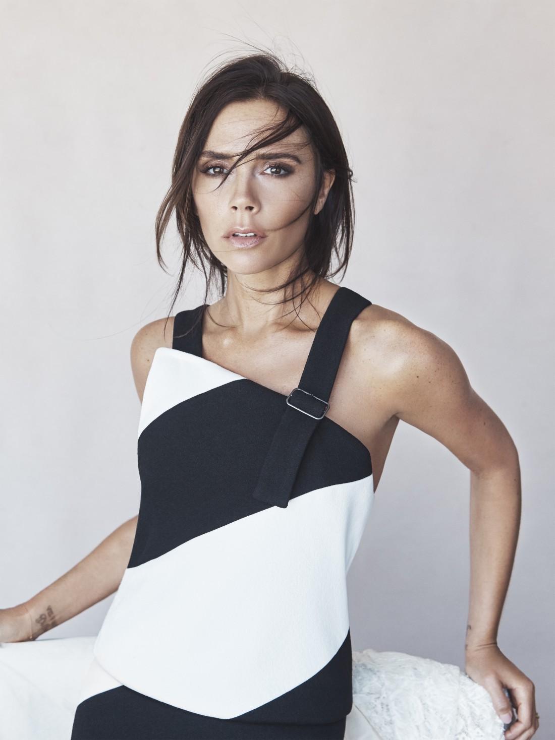 Виктория Бэкхем создала лимитированную коллекцию одежды и аксессуаров
