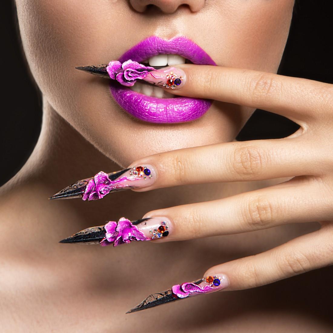 Длинные ногти делают девушек уязвимыми