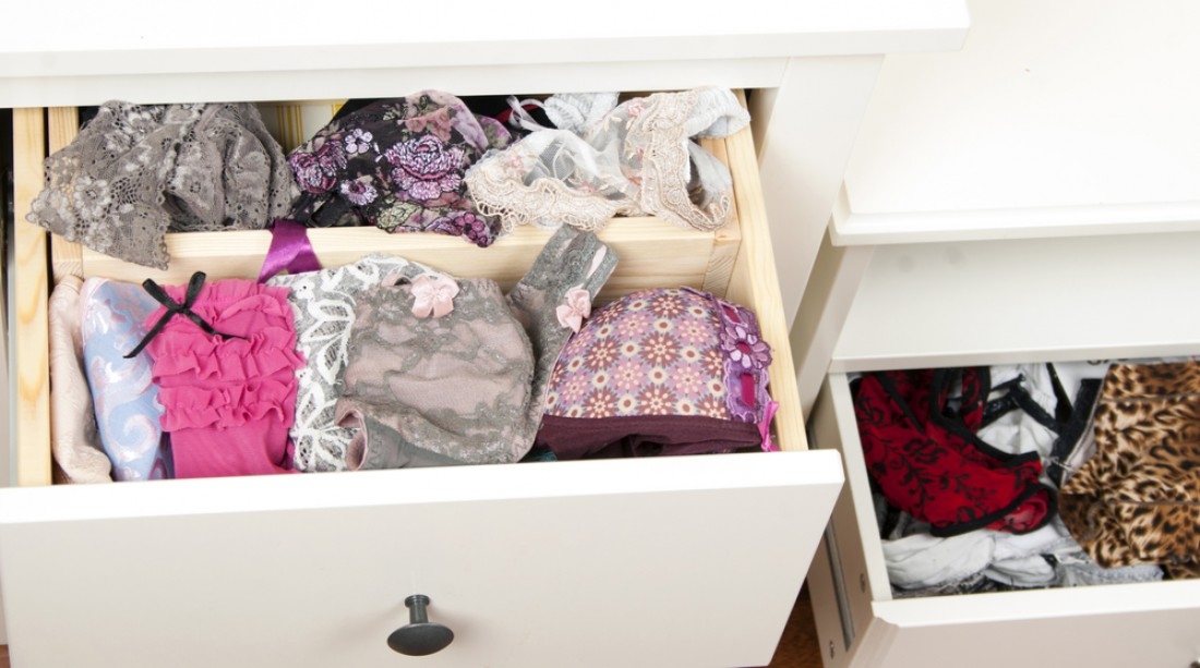 Для белья можно пошить мешочки или хранить его в специальных коробках