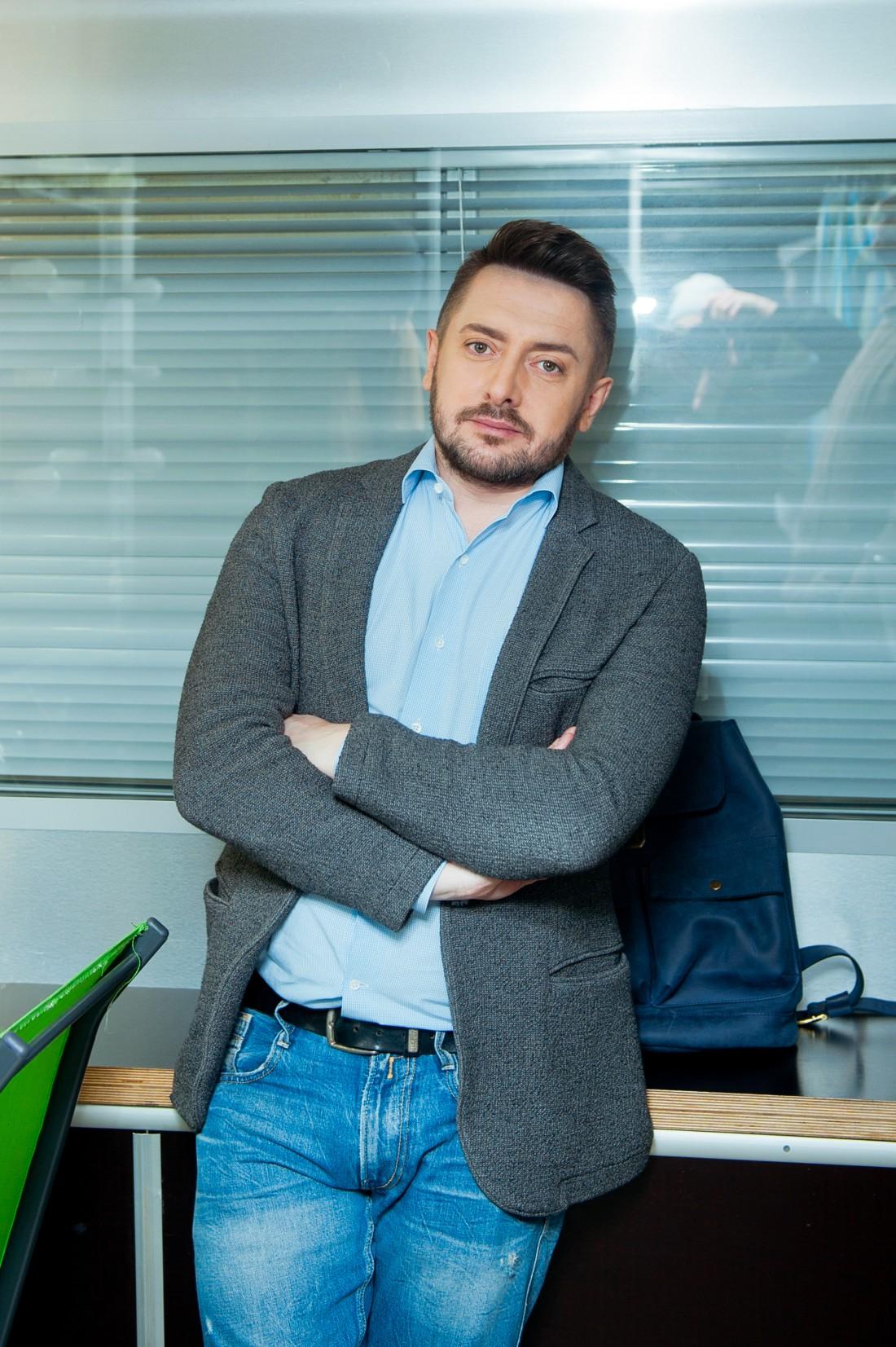 Ведущий Алексей Суханов