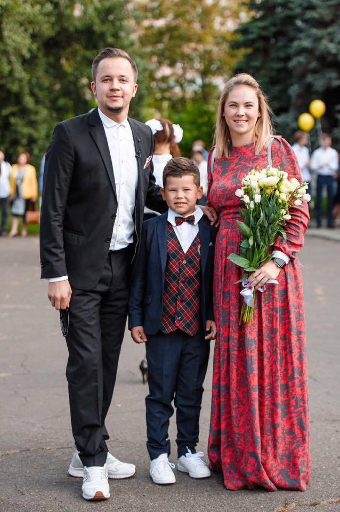 Артем Гагарин с сыном и женой