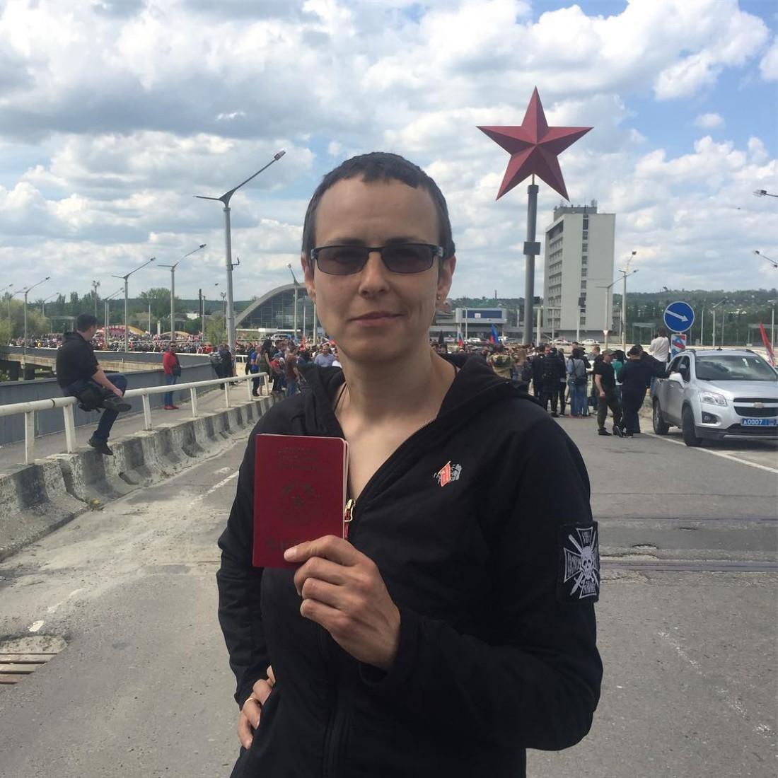 Российская певица Юлия Чичерина с паспортом ЛНР