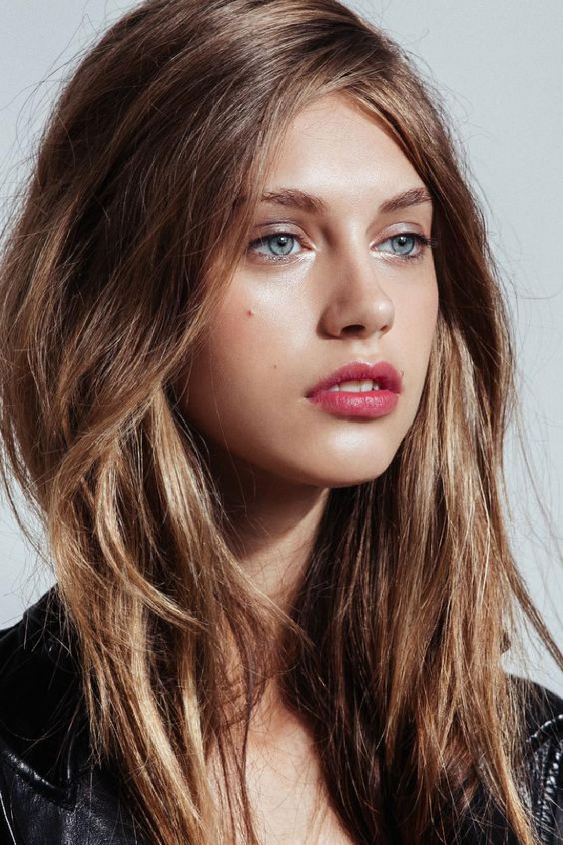 Девушки часто сталкиваются с такой проблемой кожи лица, как расширенные поры