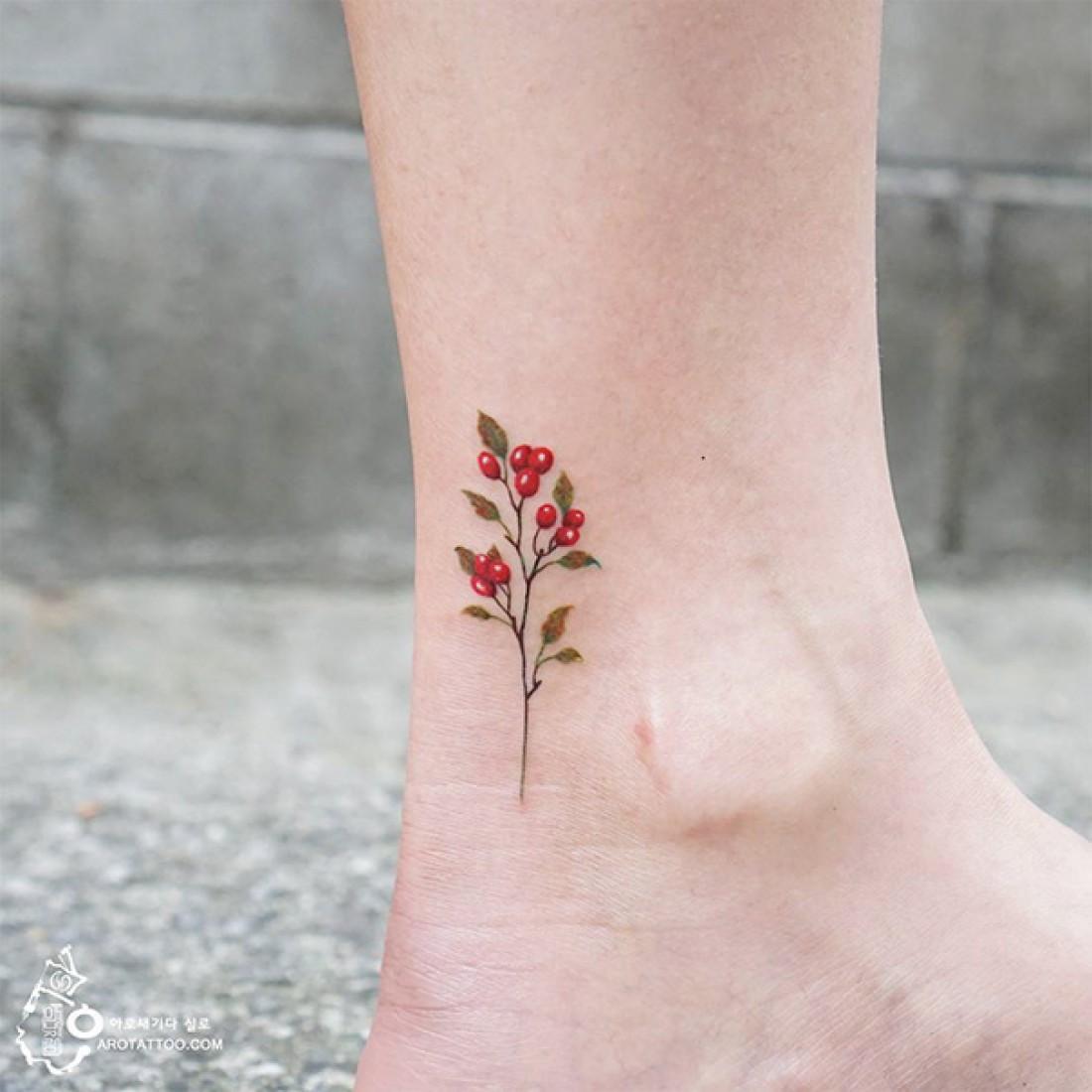 Фото маленькая тату на ноге
