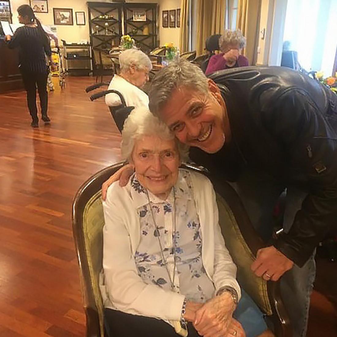 Джордж Клуни с поклонницей