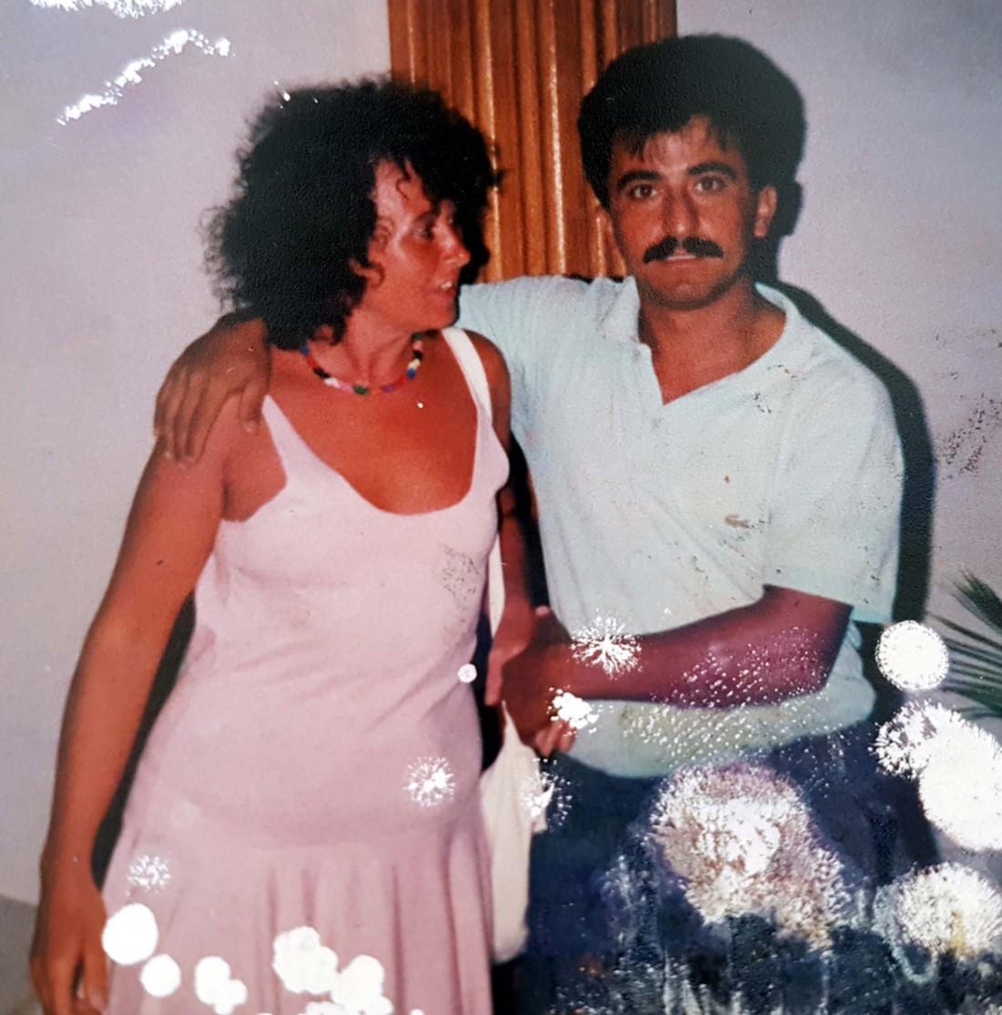 Пенни Эдкинс и Мехмет Асар (справа)
