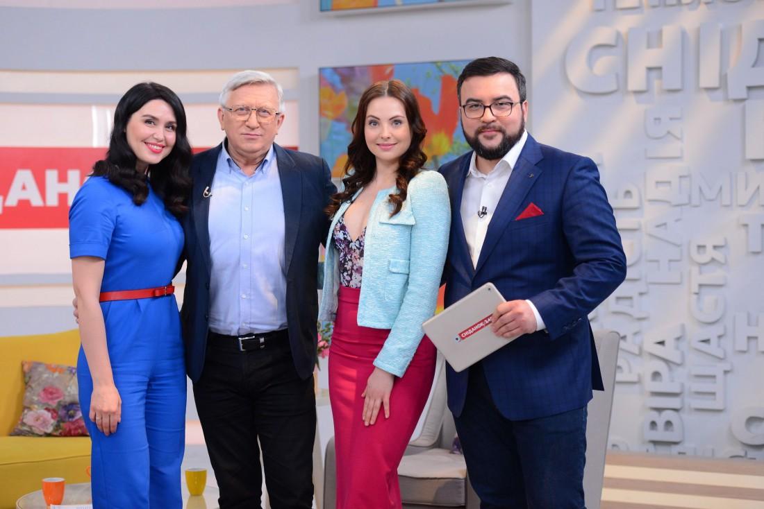 Владимир Горянский и Валерия Ходос вместе с ведущими утреннего шоу канала 1+1