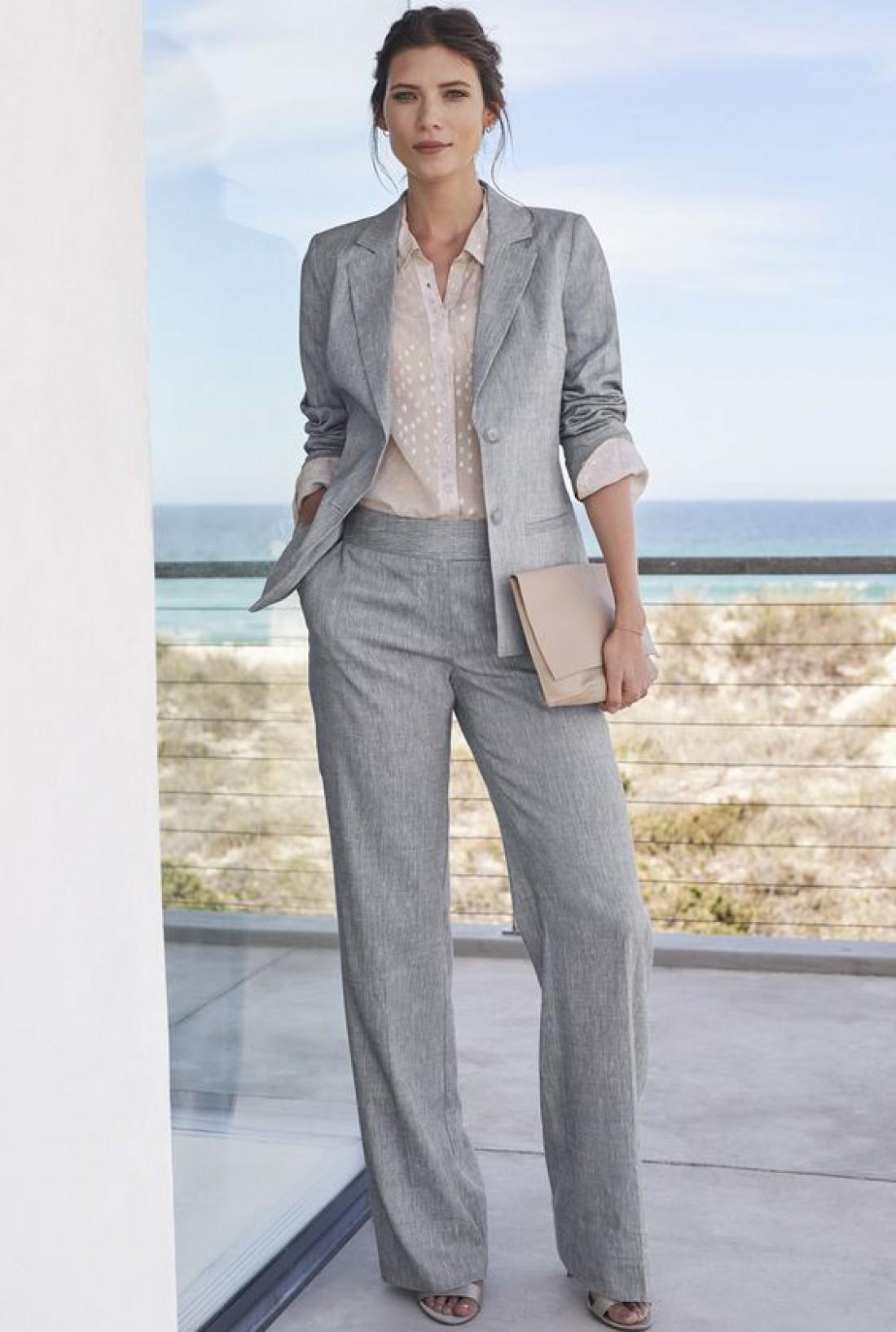 Офисный шик: 4 модных костюма на лето 2019