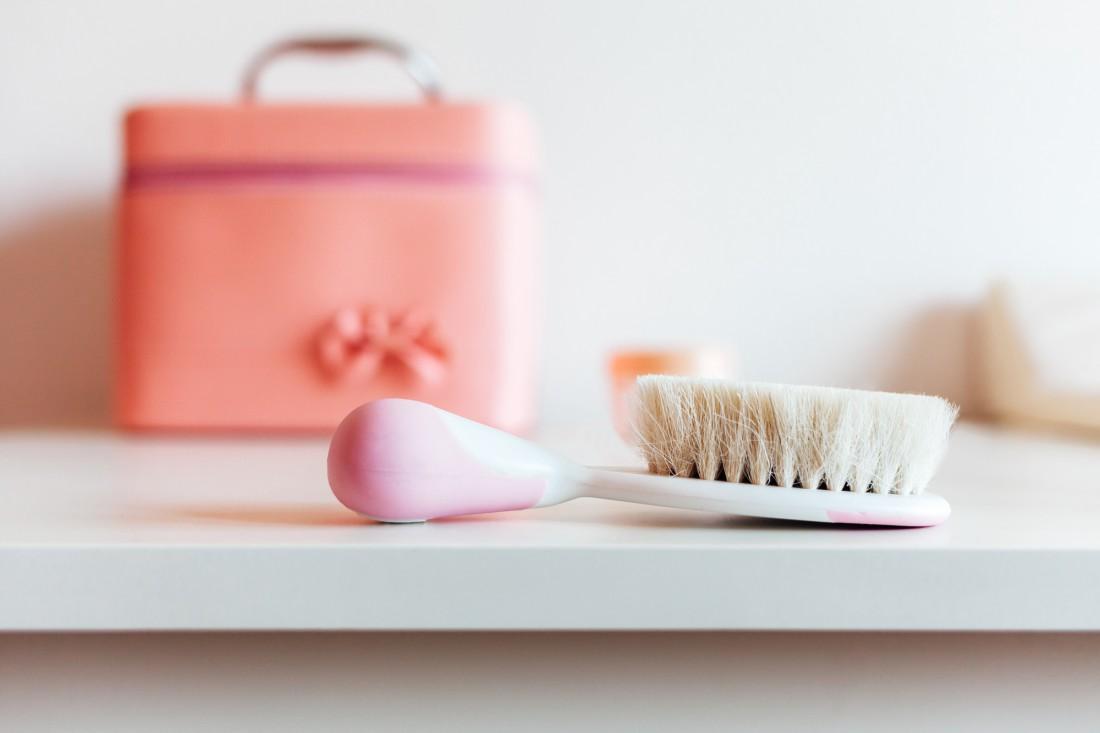 Чистая расческа для волос спасет тебя от жирного блеска и микробов
