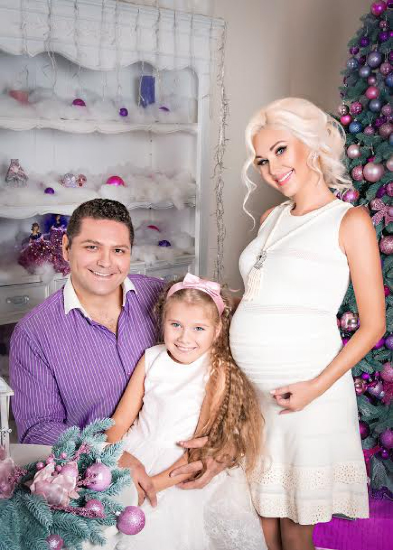 Екатерина Бужинская с мужем и дочерью
