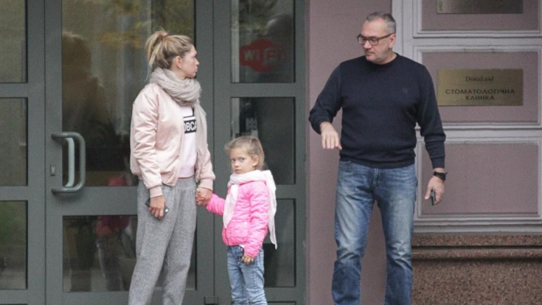 Вера Брежнева с Константином Меладзе и дочкой певицы Сарой