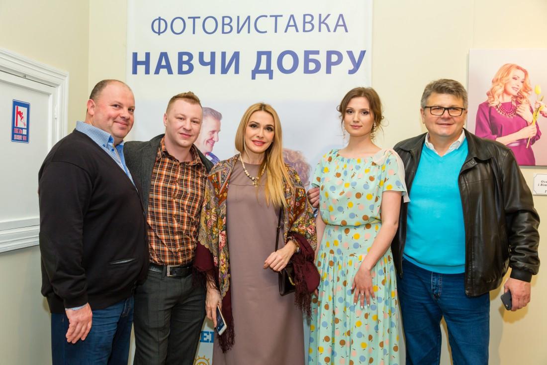 В Киеве открылась фотовыставка Научи добру