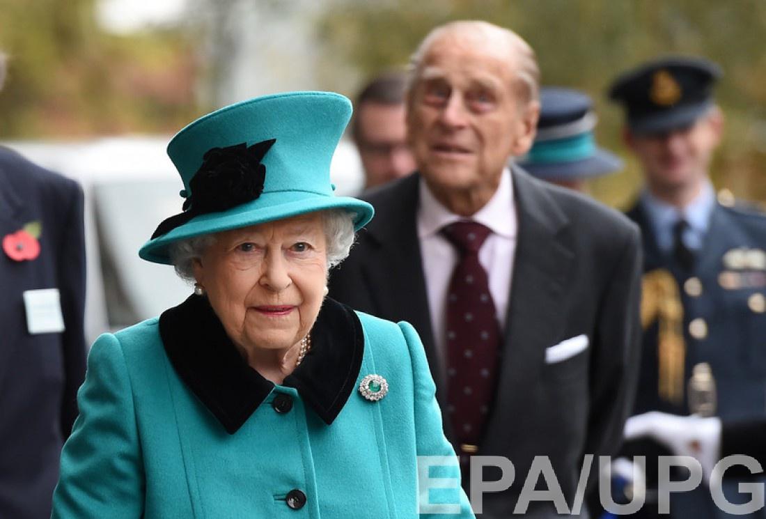 90-летняя Елизавета II и ее супруг, 95-летний принц Филипп, герцог Эдинбургский,