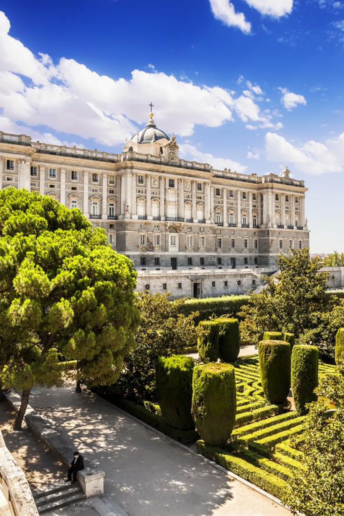 Королевский дворец в Мадриде - официальная резиденция монархов страны