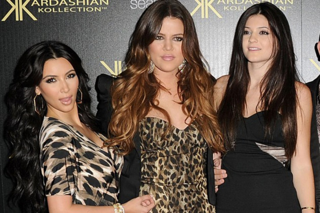 Ким, Хлои (по центру и Кайли ( справа) Кардашян