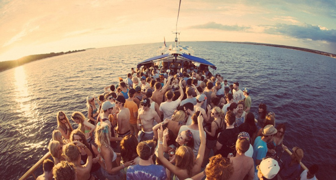 Вечеринка на корабле