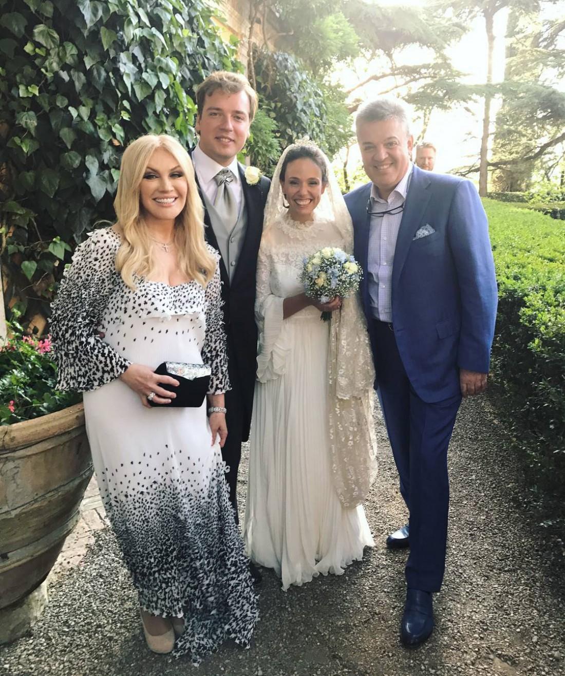 Таисия Повалий и Игорь Лихута с молодоженами