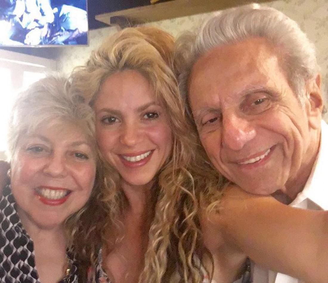 Шакира с мамой и папой