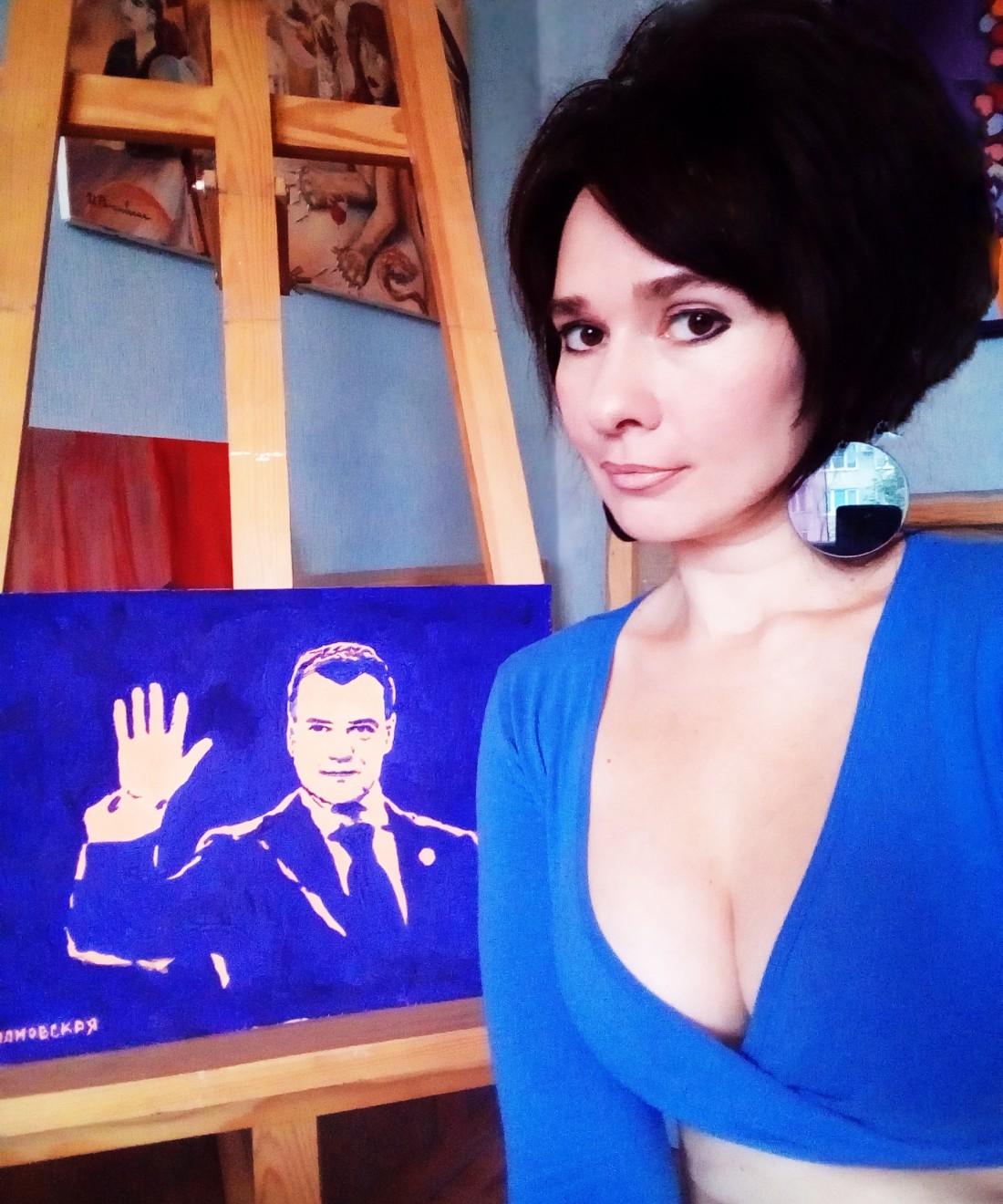 Ирина Романовская с портретом Дмитрия Медведева