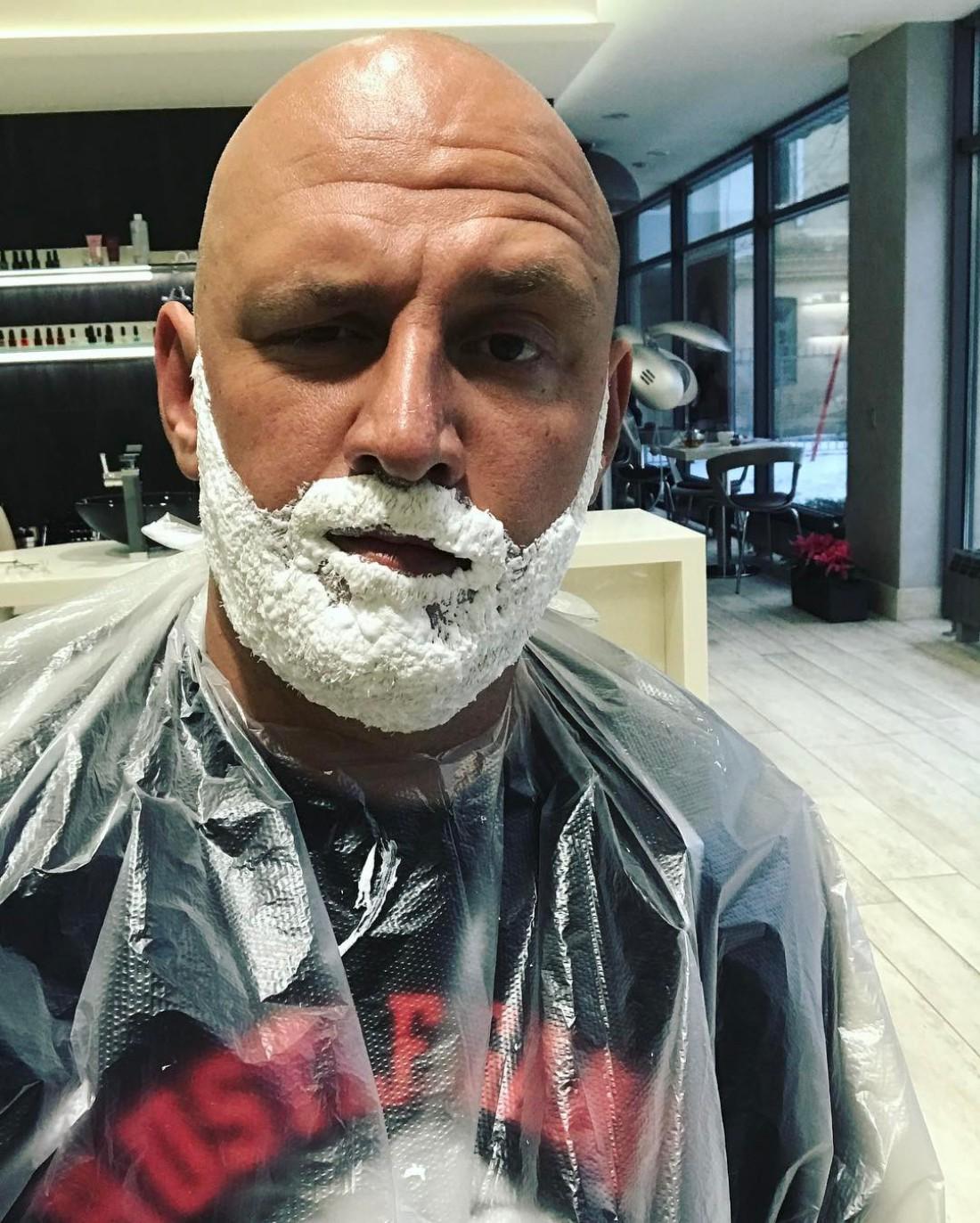 Потап красит бороду