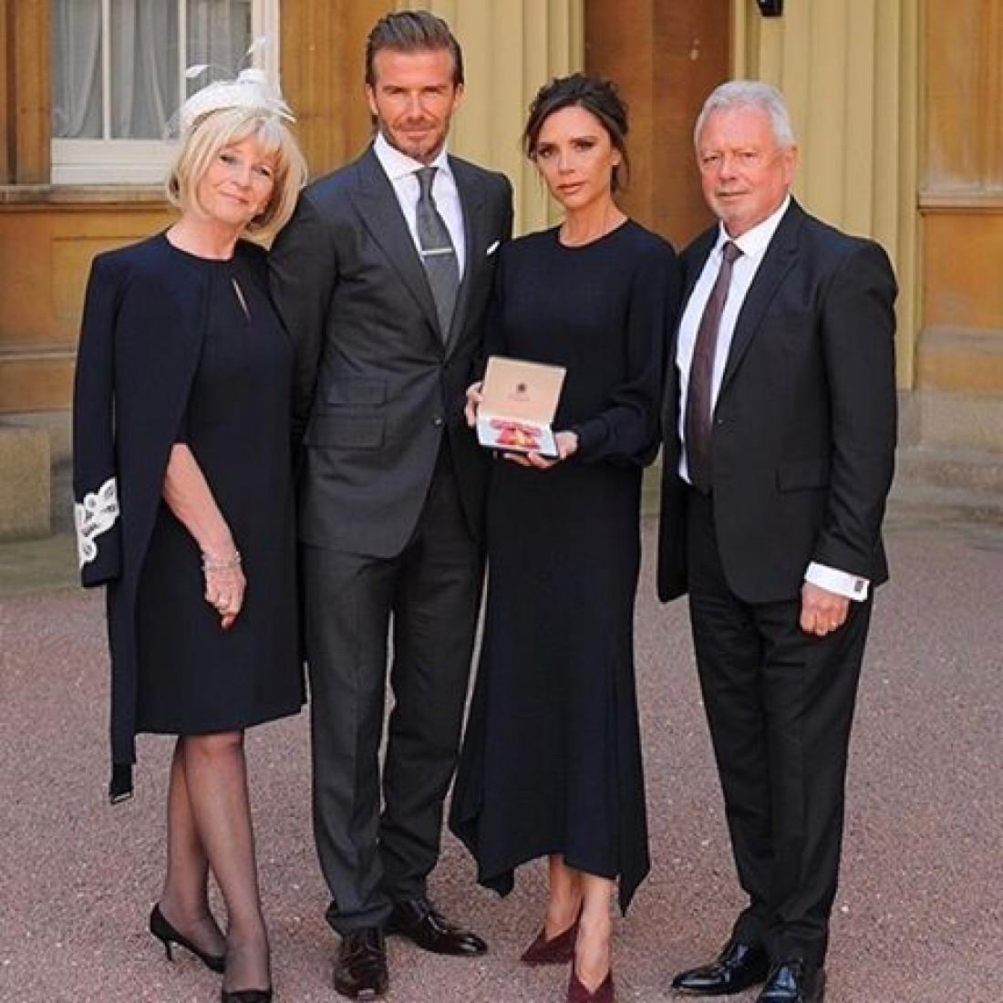 Виктория Бекхэм с мужем и родителями