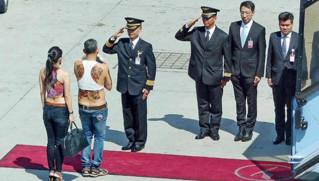 Кронпринц Таиланда прилетел в Германию