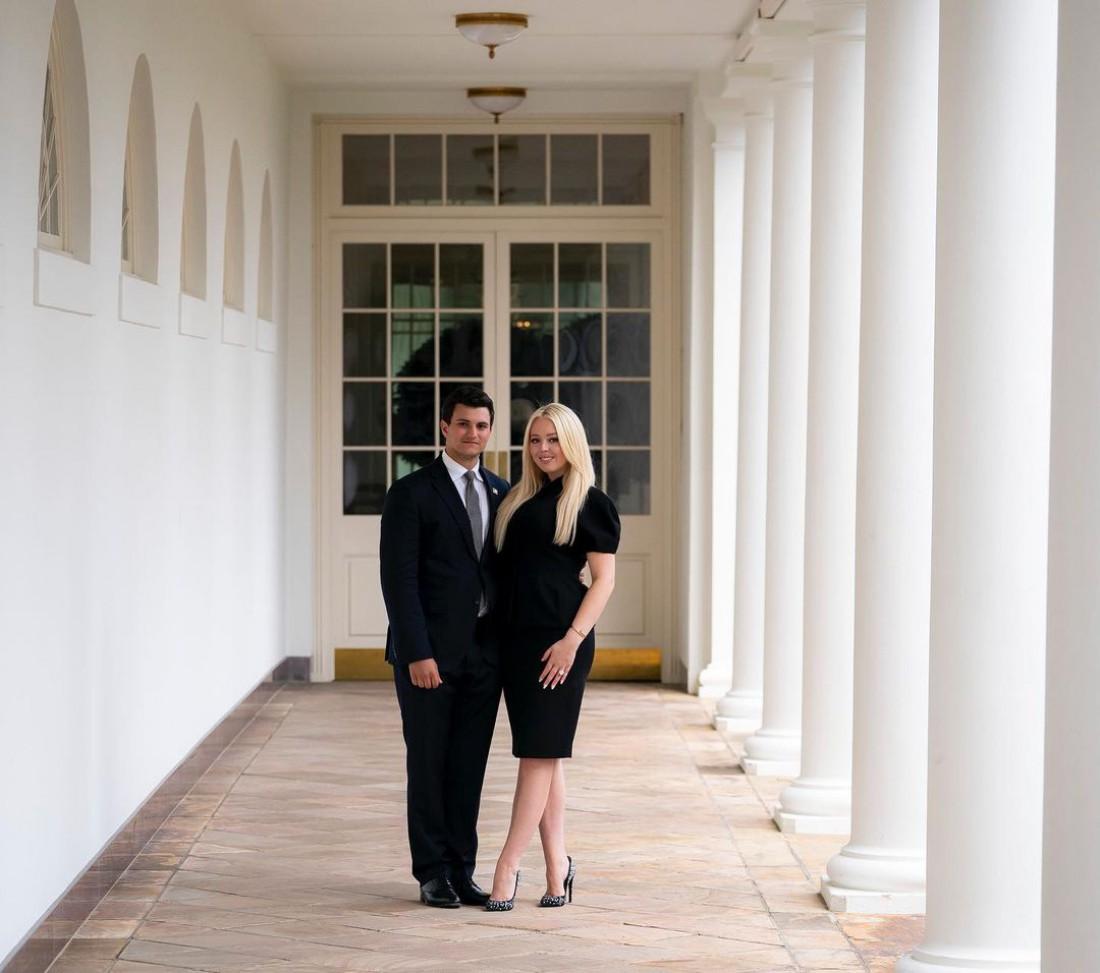 Младшая дочь Дональда Трампа Тиффани Трамп объявила о помолвке