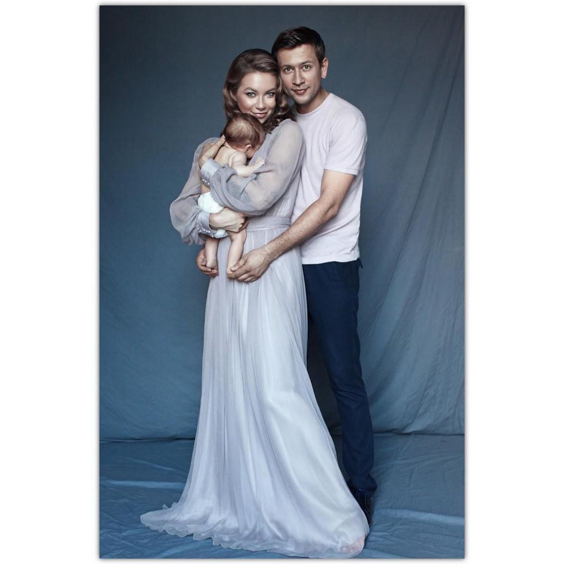 Полина Логунова и Дмитрий Ступка с дочерью