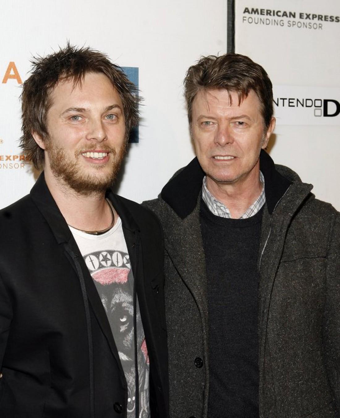 Дэвид Боуи (справа) с сыном (слева)