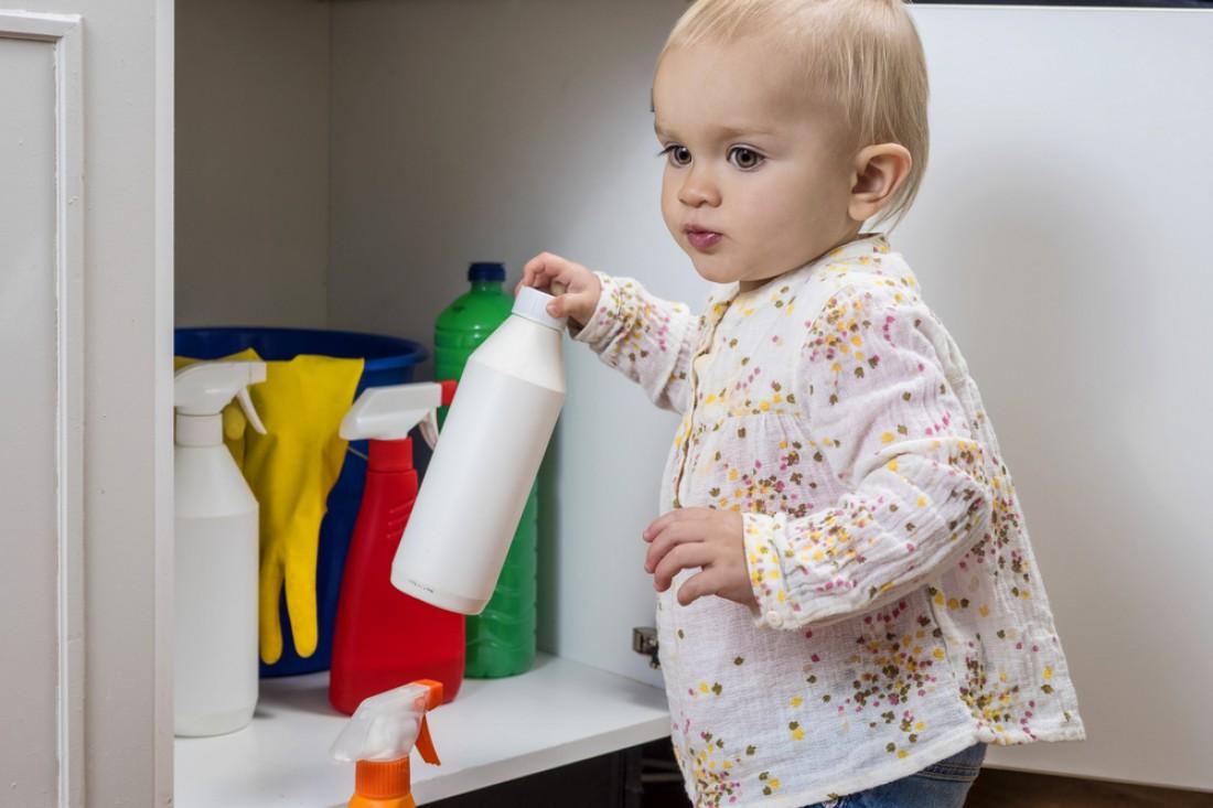 Какая бытовая химия наиболее опасна для детей
