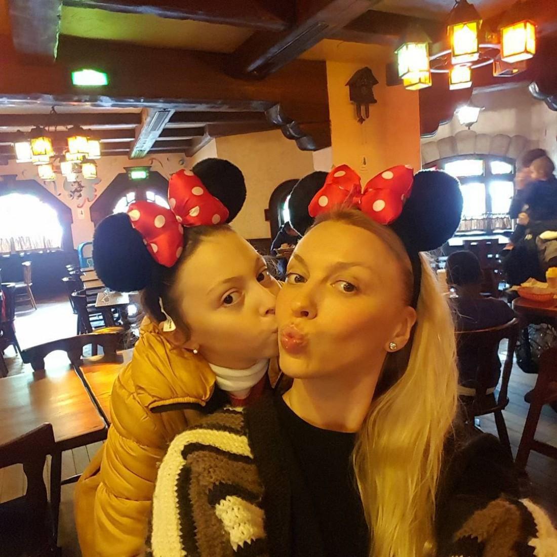 Оля Полякова с дочерью