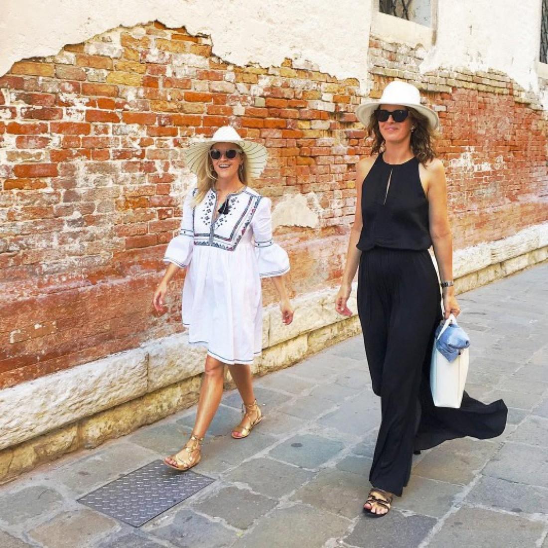 Риз гуляет по Венеции в вышиванке