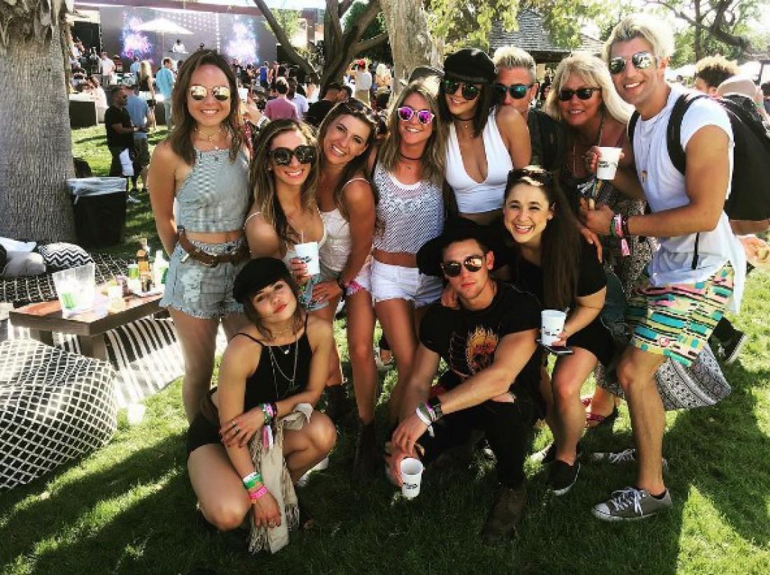 Нина Добрев на фестивале с друзьями