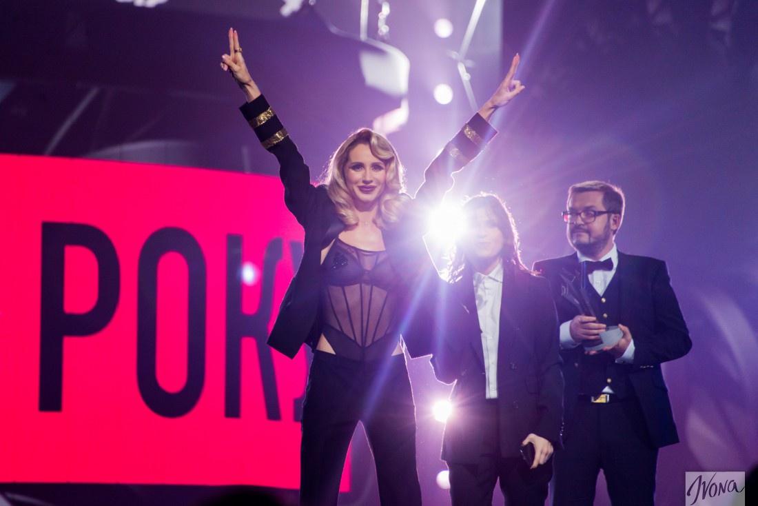 Светлана Лобода, Нателла Крапивина и Александр Пономарев на M1 Music Awards 2016