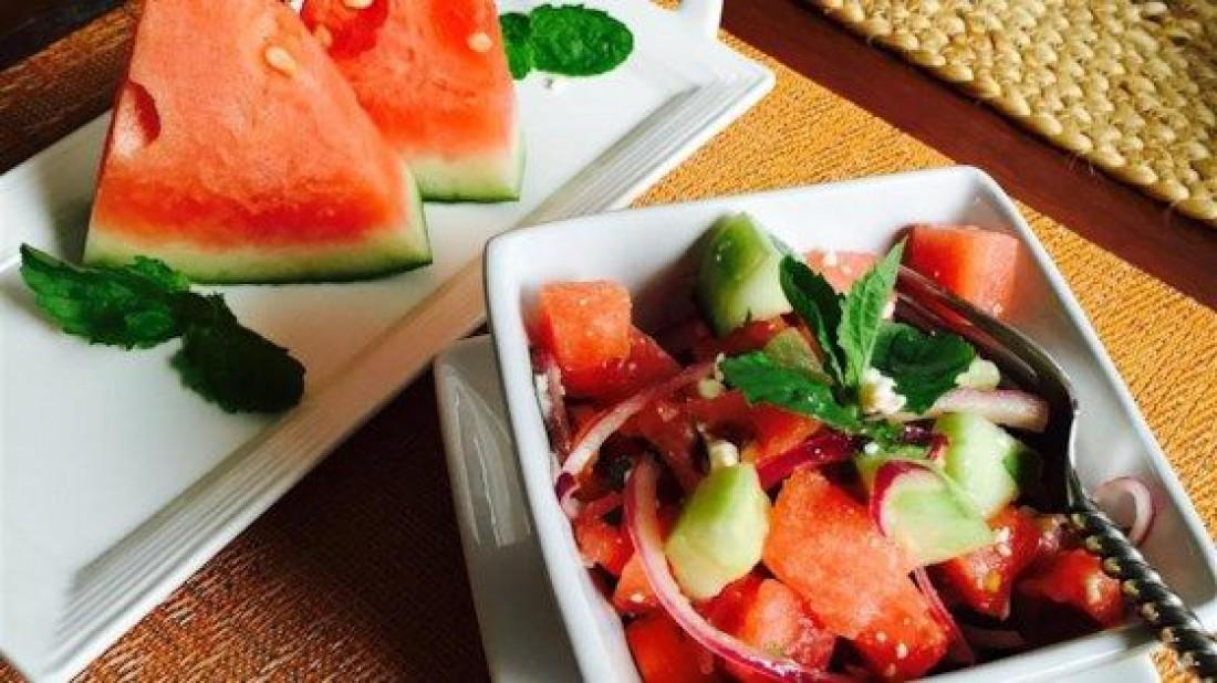 Салат из арбуза: ТОП-3 актуальных рецепта