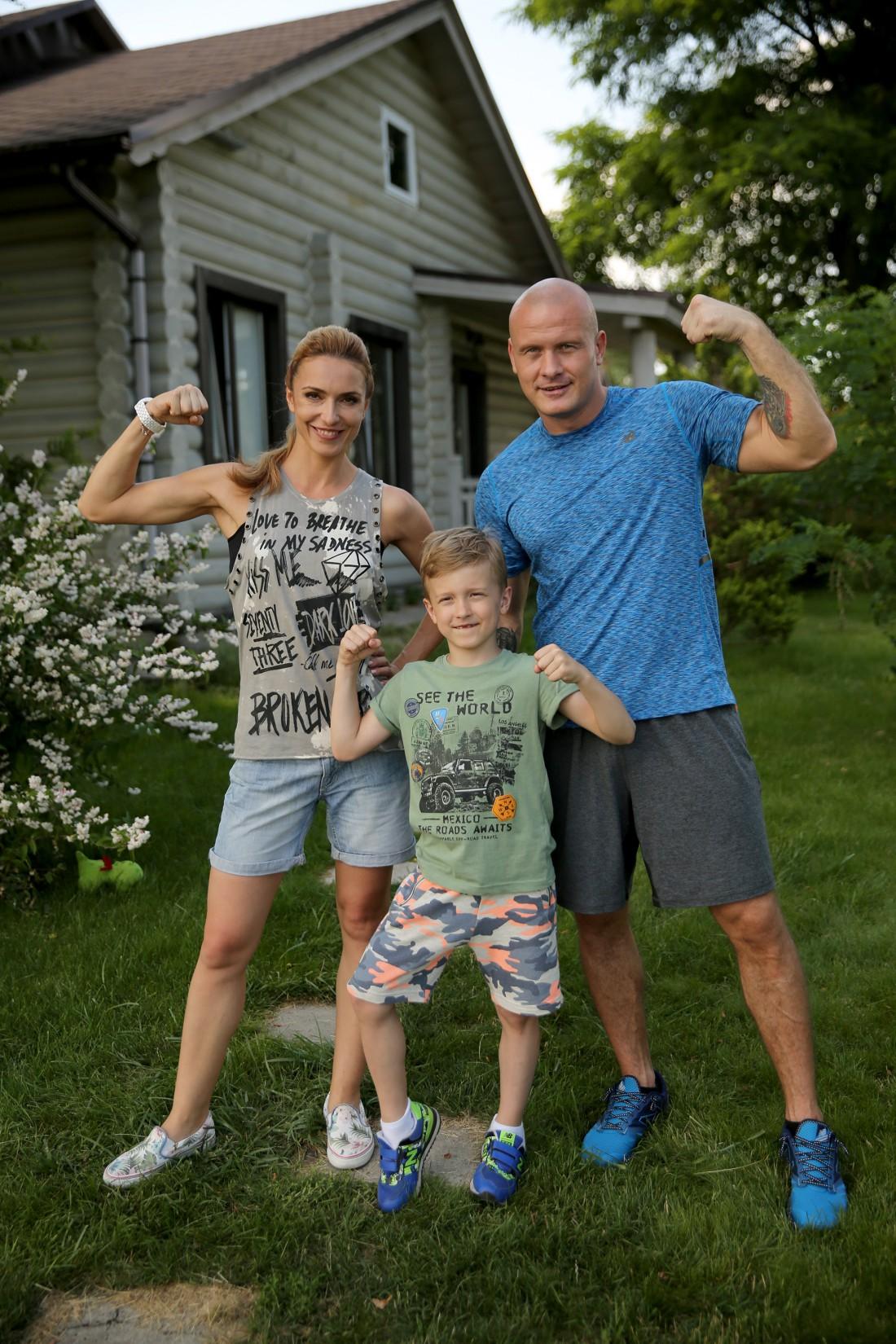 Марина и Вячеслав Узелковы с сыном Робертом