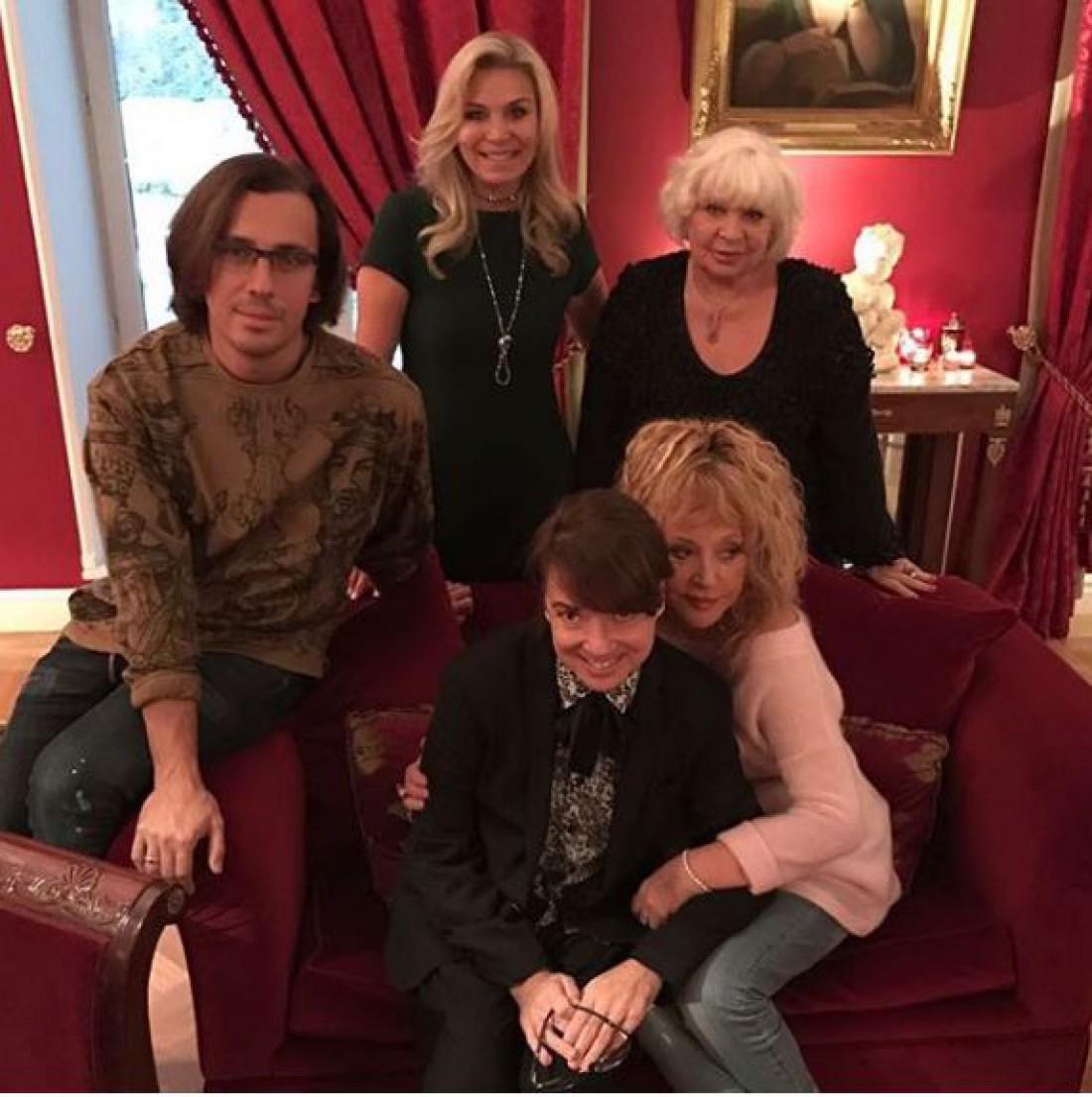 Максим Галкин вместе с детьми поздравили Аллу Пугачеву с днем