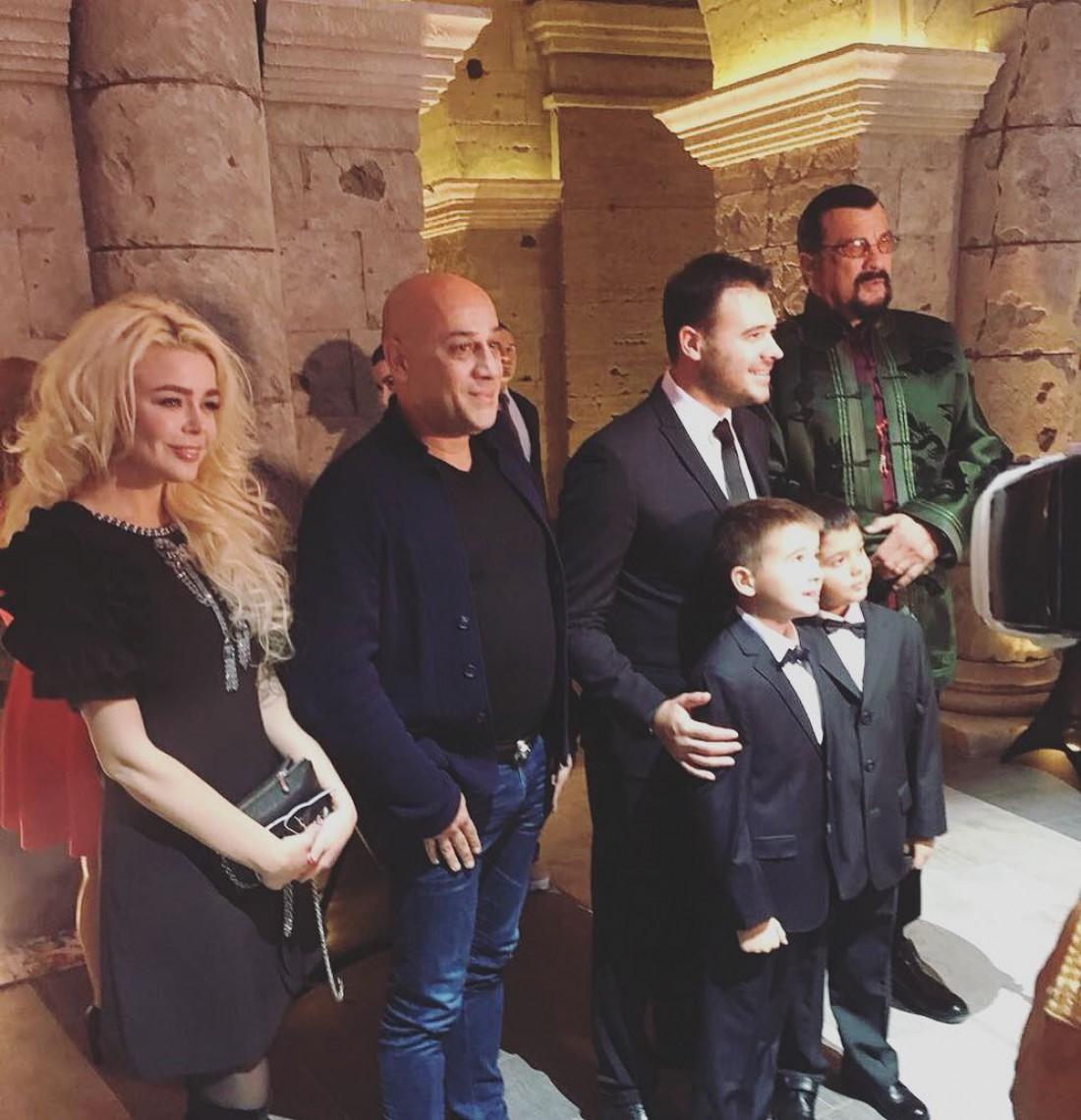 Алина Гросу, Эмин с сыновьями, Стивен Сигал