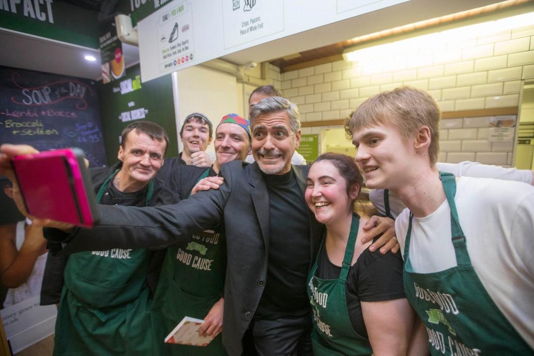 Джордж Клуни помог бездомным