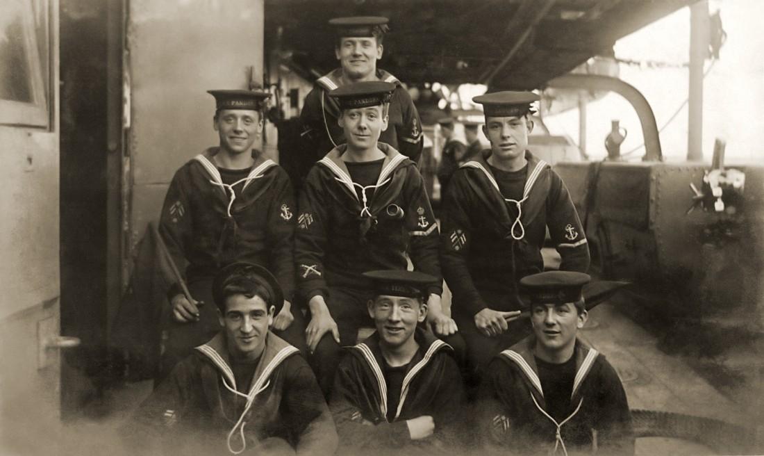 Моряки в лонгсливах, 20 век